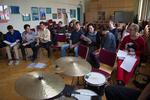Ensemble und Musiker kommen das erste Mal zusammen und lernen sich kennen.