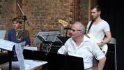 Bass, Schlagzeug und 2. Keyboard der Wonderland-Musical-Band