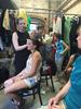 Danach ging es in die Maske: Dank Judy Dreyer und ihrer Kollegin bekamen die Frauen ein tolles Bühnen-MakeUp ...