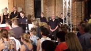 Danke den Mitgliedern der Wonderland-Musical-Band unter der musikalischen Leitung des 1. Kapellmeisters der Staatsoperette Dresden, Christian Garbosnik, und der organisatorischen Leitung von Julius Töpper